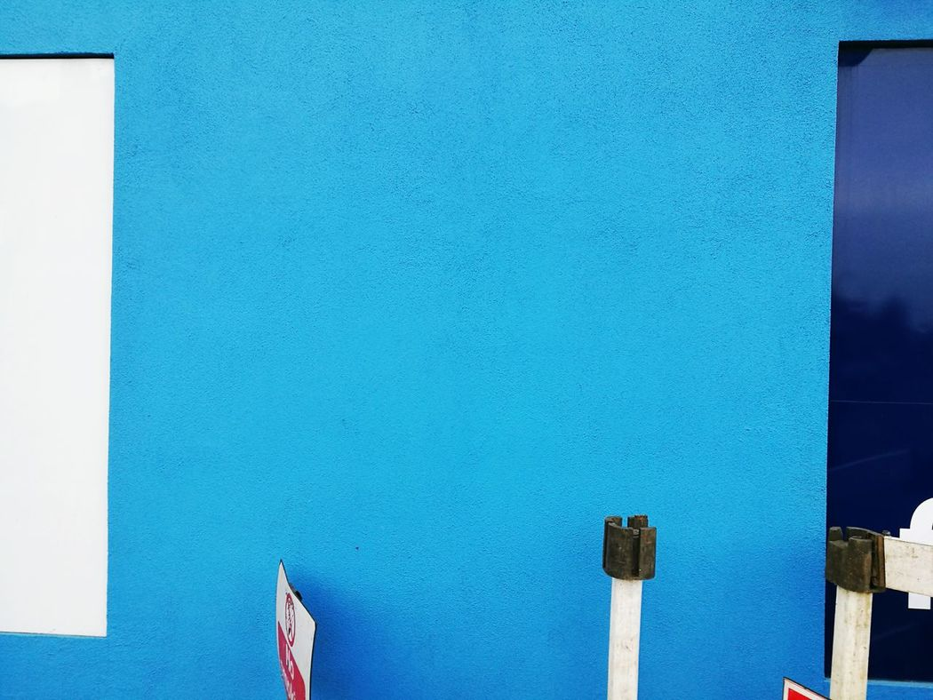 Minimalist Architecture White And Blue Colour Huawei Shots Huawei P9 Leica Huaweiphotography Blue gym wall in London, photo made today. Blue No People Built Structure Close-up Blue And White Full Frame