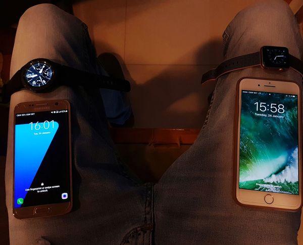 IPhone IWatch Samsung Gears3 Technology