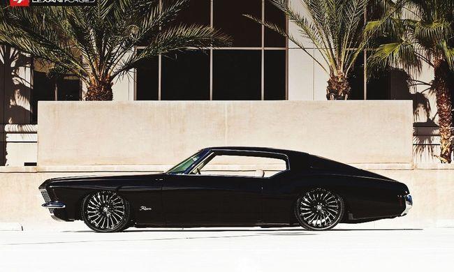 Eftersom jag vet att ni uppskattar mina random bilder får ni nu en bild på en snygg bil jag hittade, direkt import från Pr0gramm