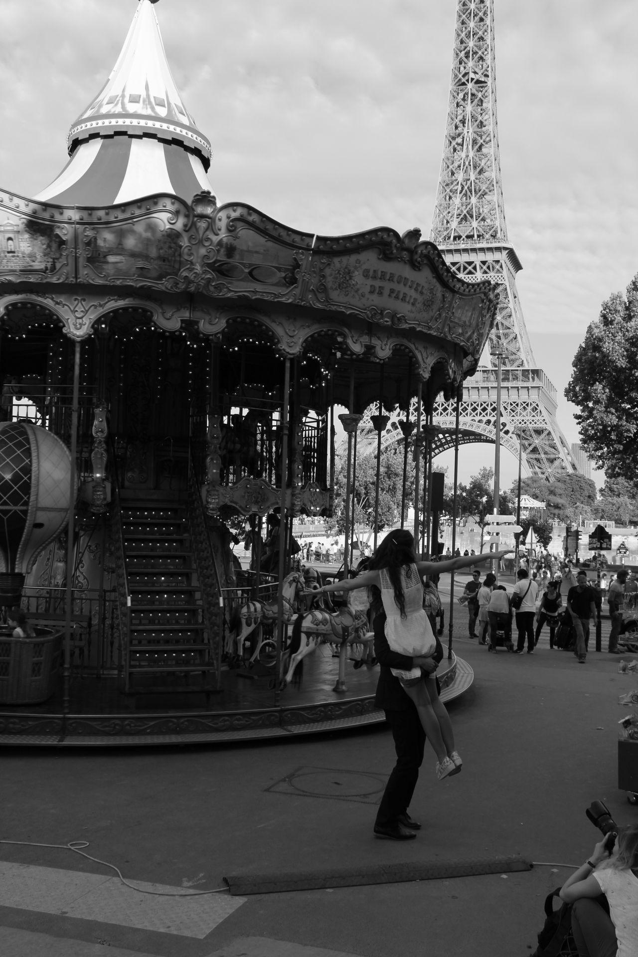 Paris ❤ La Tour Eiffel Capture Moment Popular Photos Romantic❤ Amoureux  Amoureux ❤️ EyeEm Best Shots The Moment - 2015 EyeEm Awards