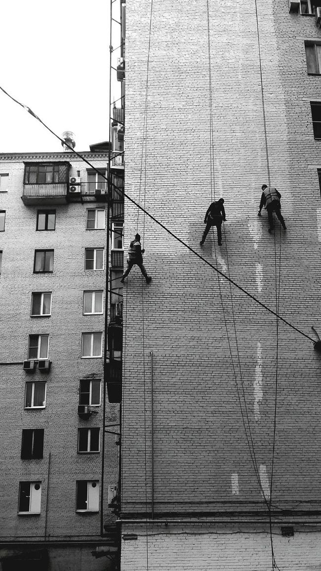 Bnw Bnw Photography Monochrome Monochrome Photography B&w Street Photography Black And White Black & White Work In Progress Working Process People Together Architecture People Working Occupation Moscow Street Scenes City Photography EyeEm Best Shots People Photography People And Places Black And White Photography Minimalistic Russia Built Structure Building Exterior Working Day
