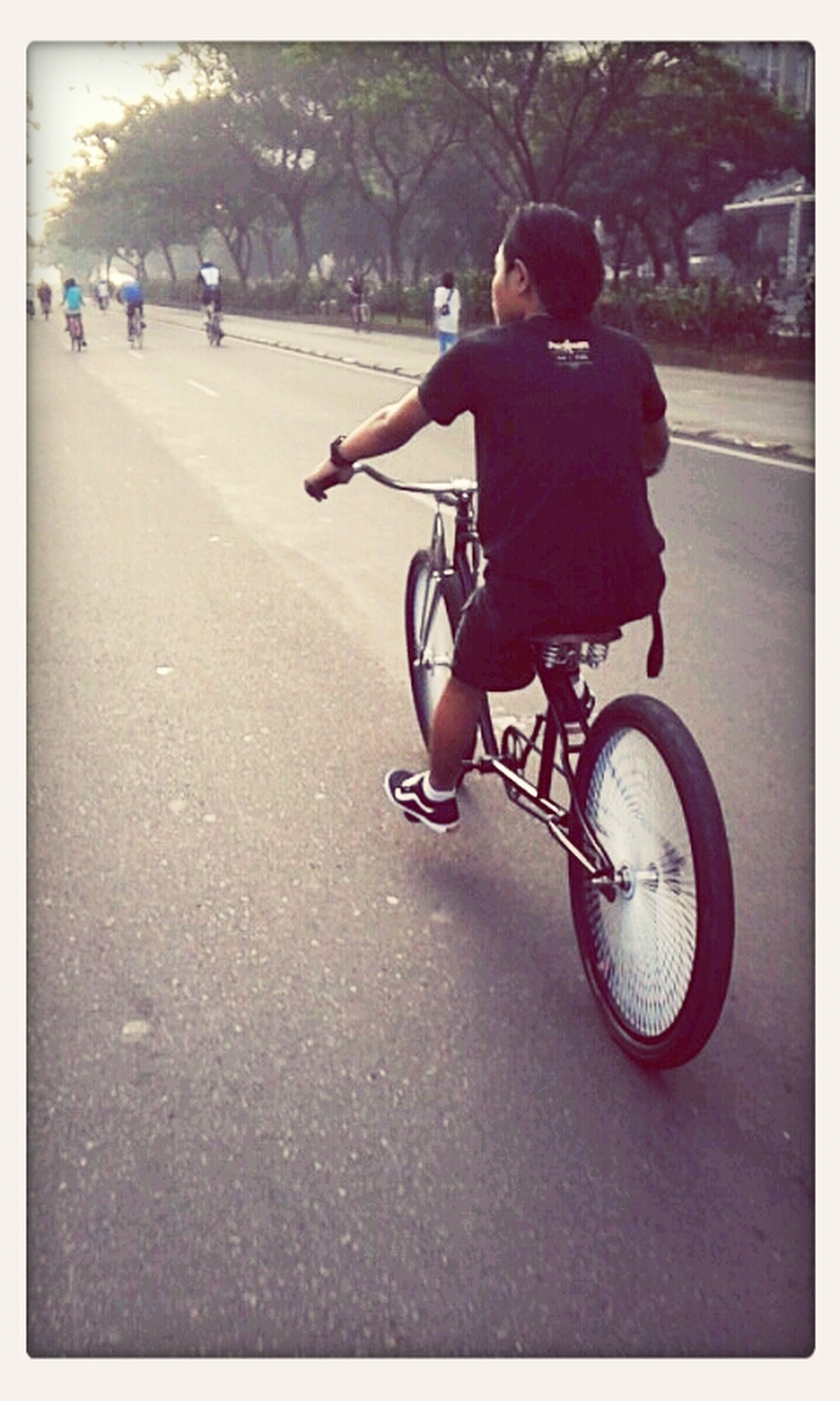 bicycle, full length, lifestyles, transfer print, street, childhood, transportation, land vehicle, leisure activity, mode of transport, boys, casual clothing, auto post production filter, girls, road, elementary age, men, walking