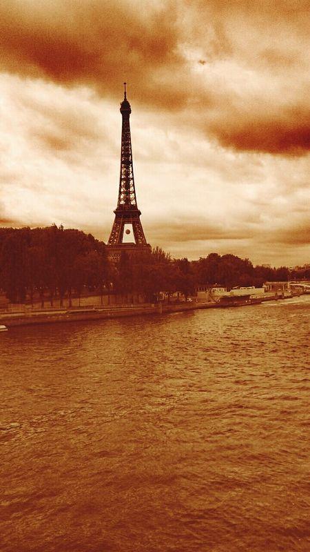 Eiffel Tower River Sena River City Life Paris ❤ París In Sepia Famous Place Paris Je T Aime