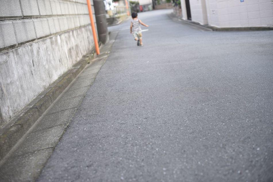 """""""つかみきれない"""" Snapshots Of Life Childhood Boy Run Runaway"""