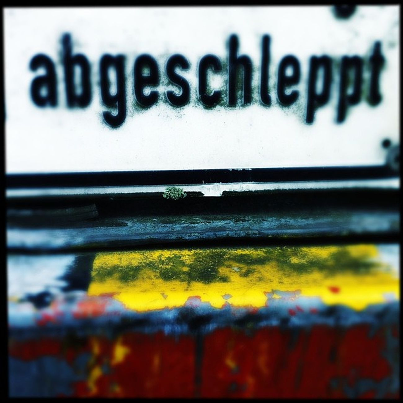 abgeschleppt Hipstamatic Germany Red White Yellow Sign Hamburg Deutschland Hh