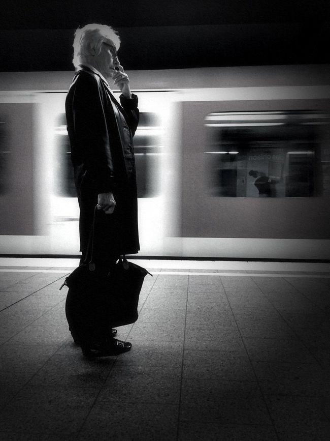 People_bw People Photography NEM Black&white Blackandwhite Black And White Blackandwhite Photography Black & White Underground Station  Undergroundphotography Undergroundstation Metro Station