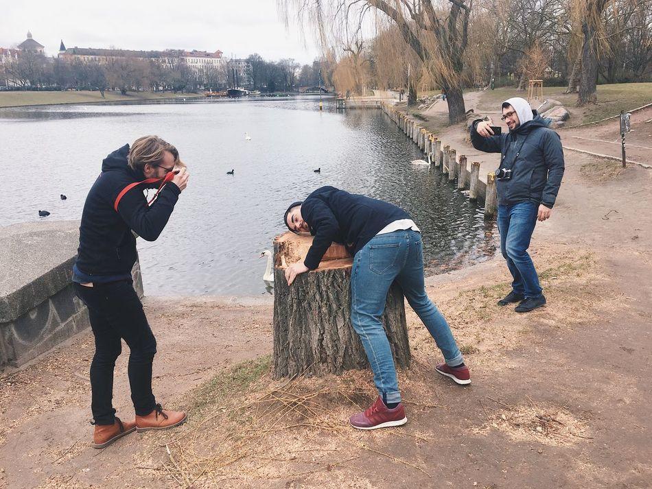 jonny wanted to show us his favourite tree Bend Ova Fo' Me Jonny Tree Photographer Fun Outdoors Men Warm Clothing