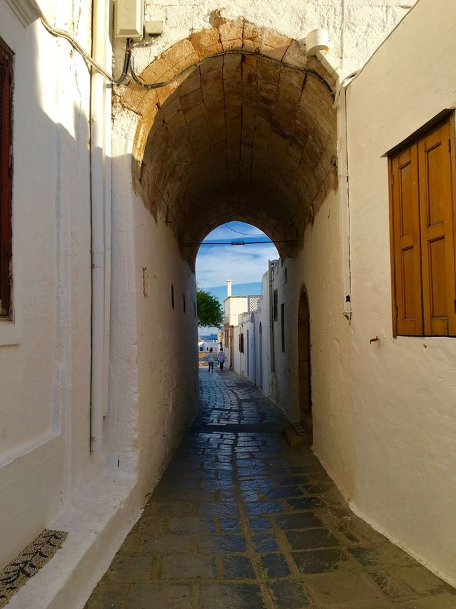 Arch Architecture Building Built Structure Corridor Diminishing Perspective Empty Greece Lachania Lahania Narrow No People Residential Building Residential Structure Rhodes Ródos Street The Way Forward Vanishing Point Walkway White Town Europe