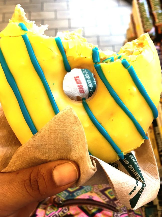 Ñam Ñam Ñam... Yellow Donuts Sweet Food Disfrutando De La Vida