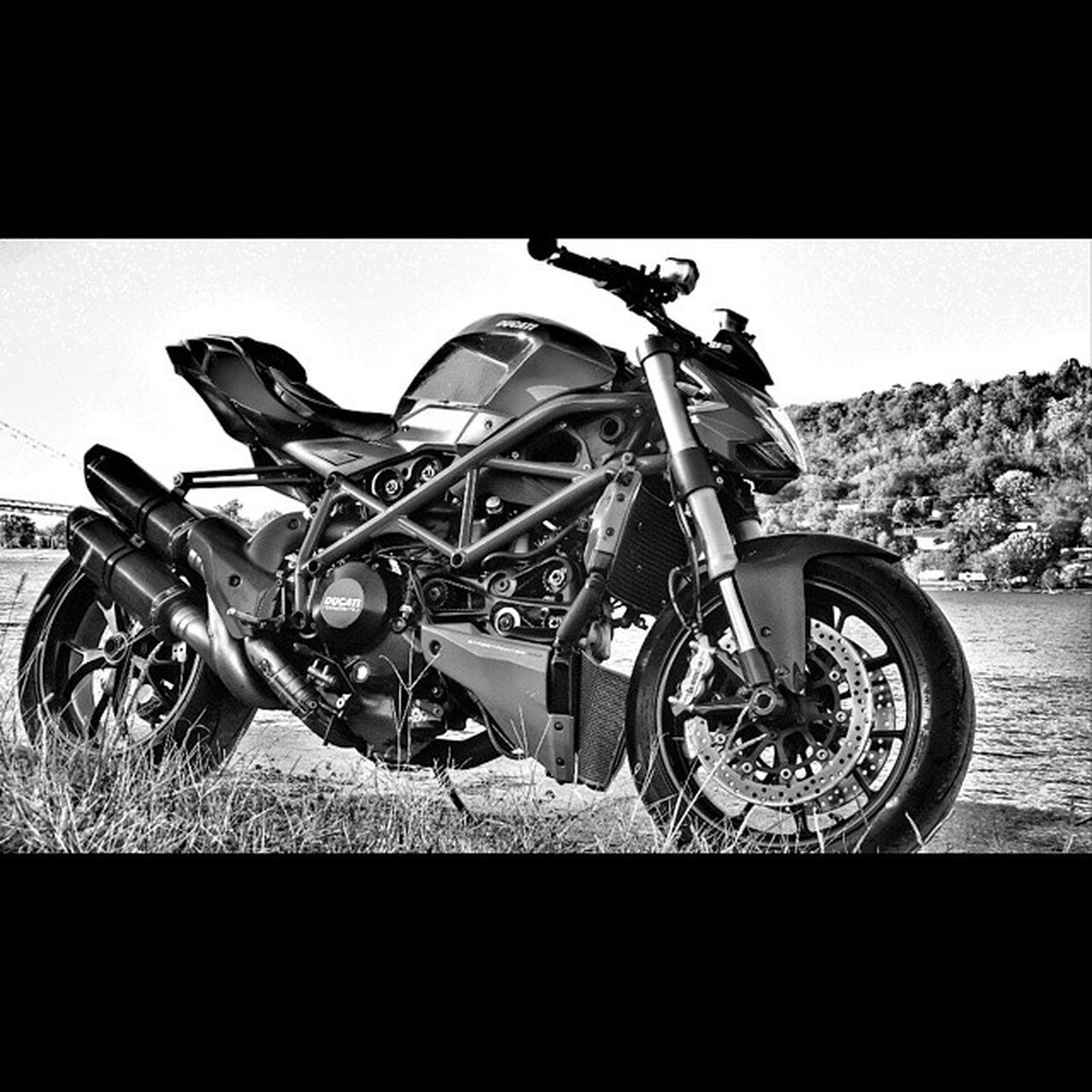 Ecstacy=sound of full throttle quickshifting a ducati up to redline. Ducati Ducatistreetfighter Bike Akrapovic bestsounds fallrides quickshifting redline 158sofar motorcycle