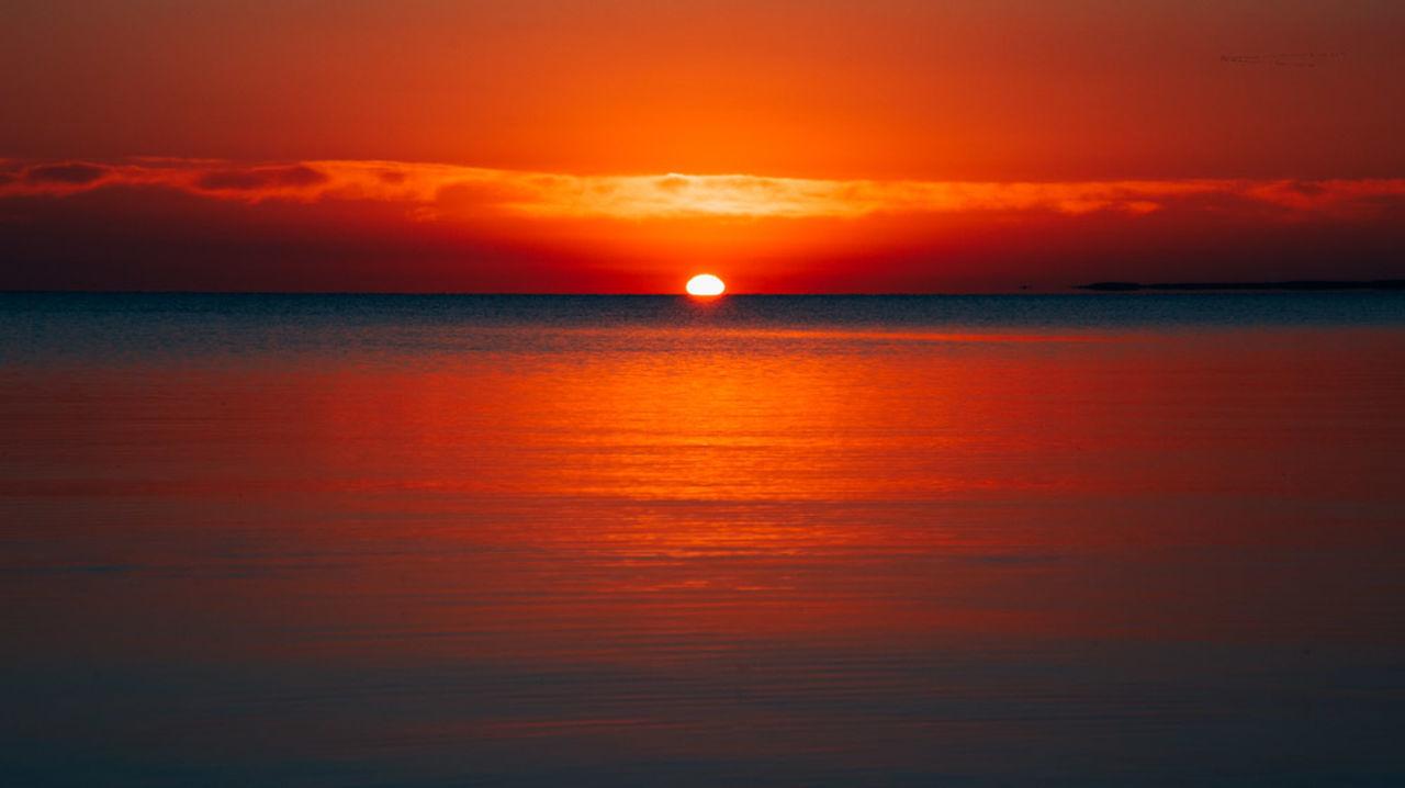 Horizon Over Water Orange Color Water Sky Tranquility Outdoors Canon6dphotos Picoftheday Canonphotography Canon_photos Summer Sea