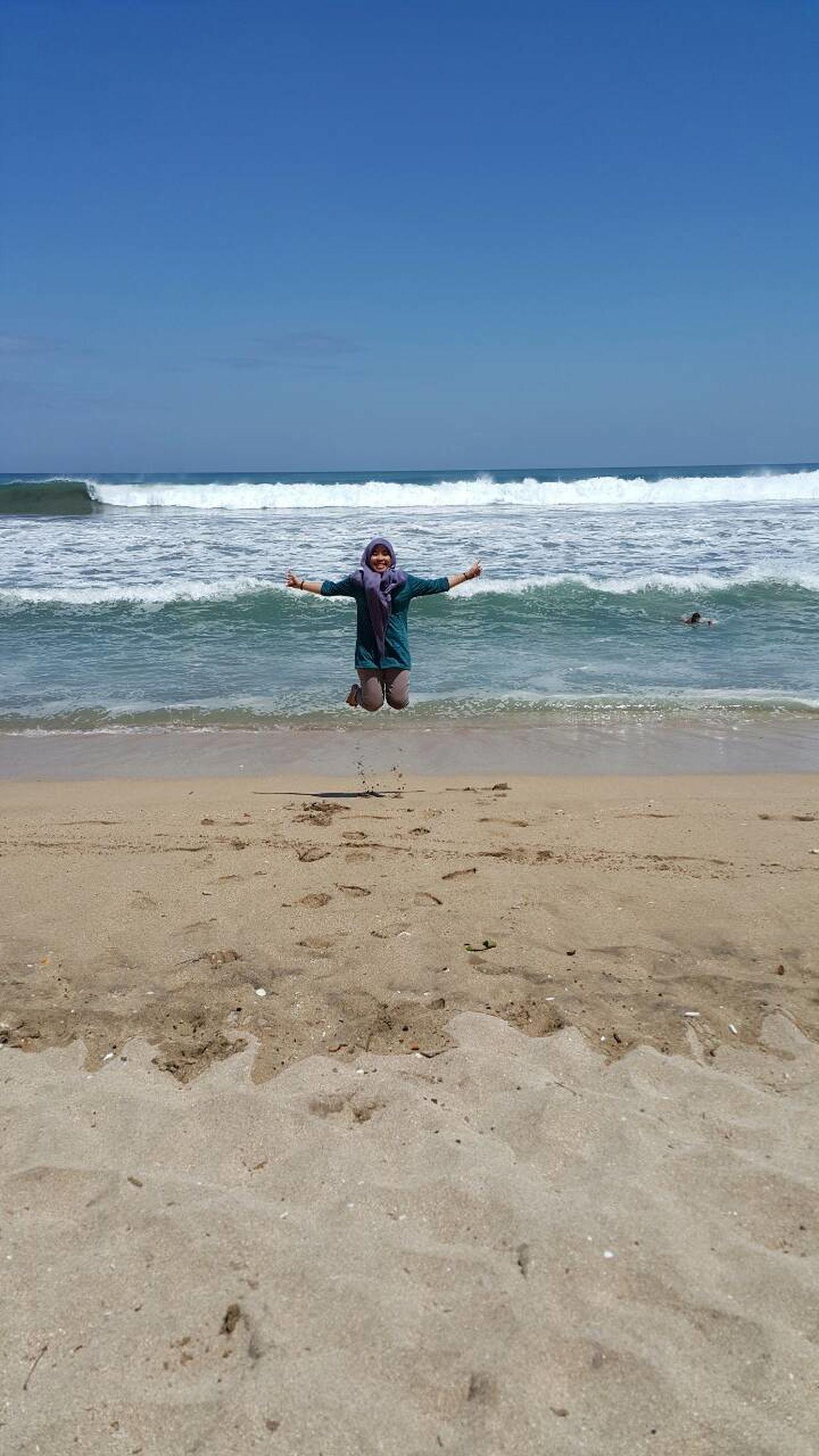 My very successful jumpshot! Taken at Nusa Dua beach, Bali Island, Indonesia. Wonderfulindonesia Beach One Person Wave Nusa Dua Beach Bali, Indonesia Womderful Bali Jumpshot Galaxy Note 4