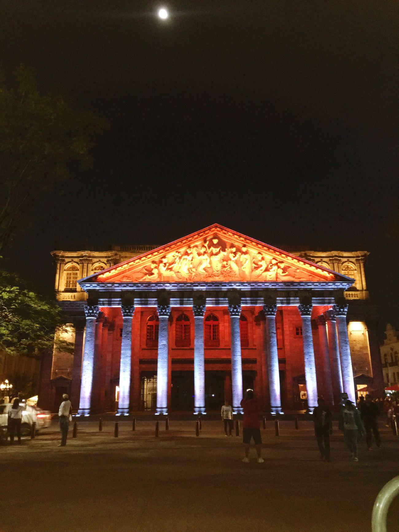 Que nunca llegue el rumor de la discordia Night Travel Destinations Illuminated Tourism Architecture Built Structure City Building Exterior Sky Disfrutando De La Vida Teatrodegollado