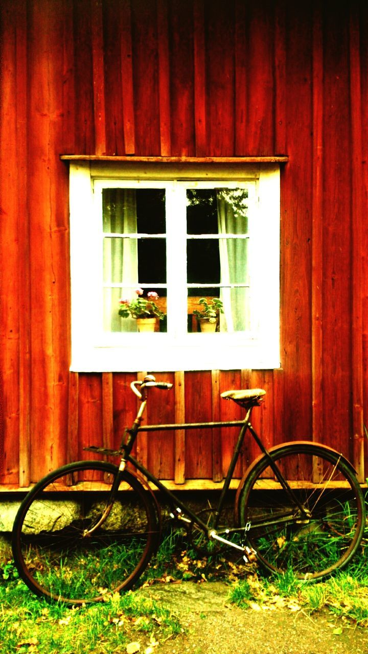 bicycle, no people, architecture, day, built structure, outdoors, building exterior