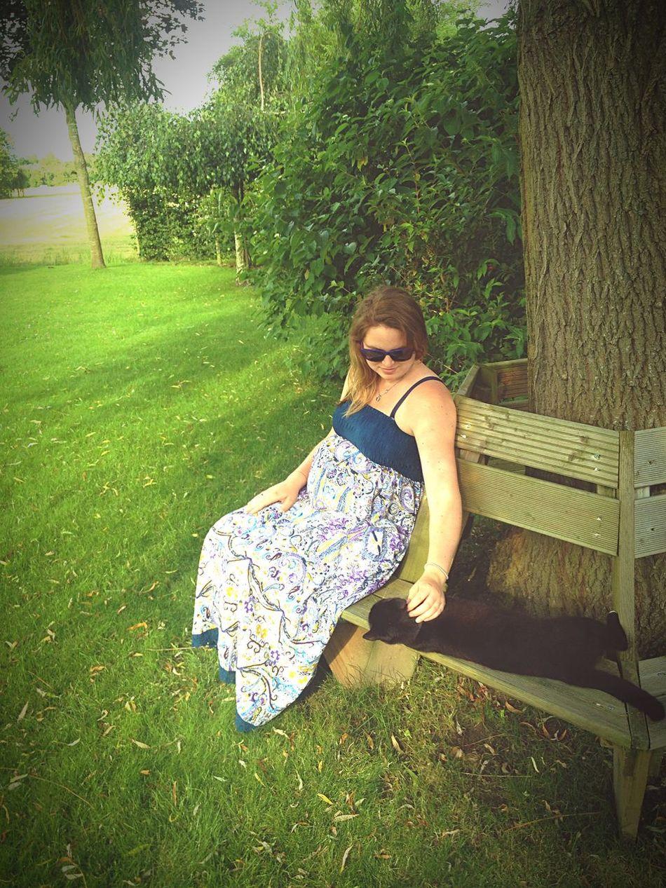 Joyfull pregnant! 30weeks Pregnant Cat Garden