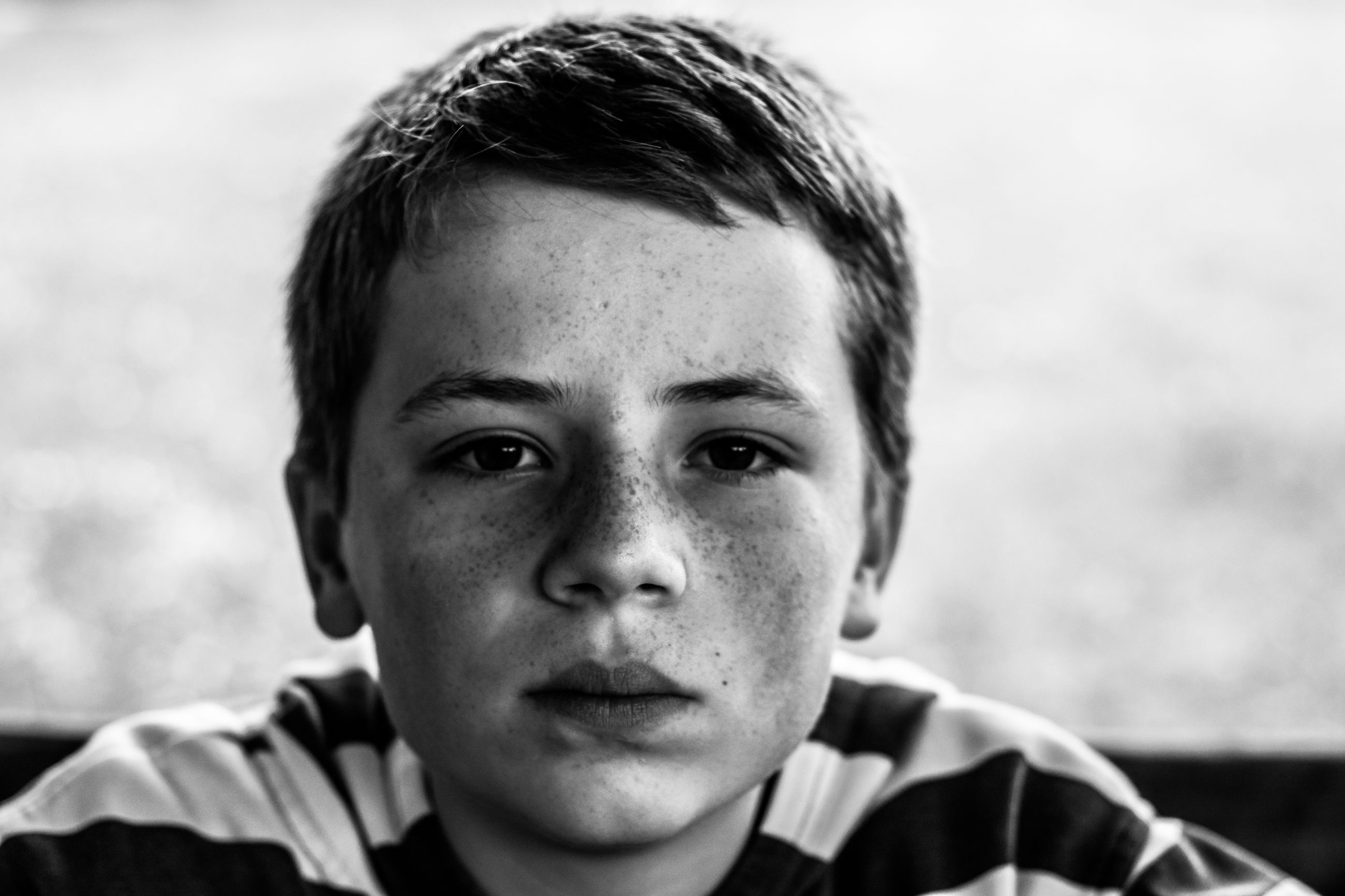 portrait, looking at camera, headshot, person, close-up, focus on foreground, lifestyles, front view, leisure activity, young men, boys, indoors, human face, childhood, elementary age, head and shoulders, innocence, cute