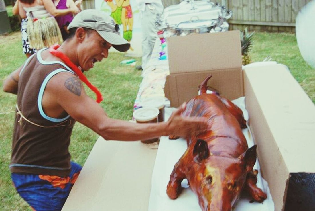 Hiiyyeeaaa....lol That's Me being stupid Funny & showing everyone how to chop lechon Filipino Food at summer backyard Party