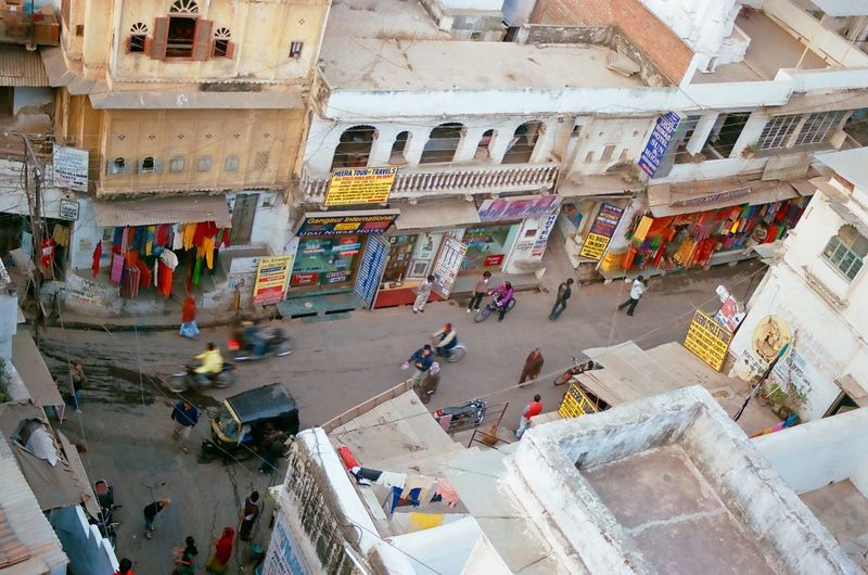 Through India 2008 Feel The Journey India Roof Top Travel Photography Minolta Dynax 505si Analogue Photography Udaipur India Colorful Streetphotograpy Street Life Travel People On The Way