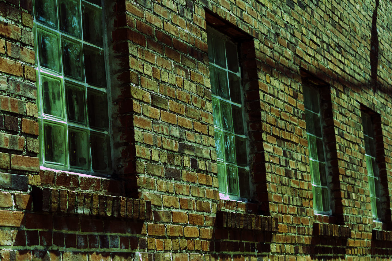 window, brick wall, architecture, building exterior, built structure, no people, day, outdoors, full frame, backgrounds