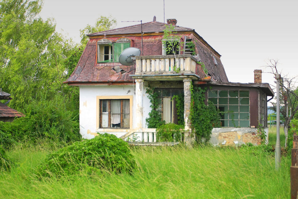 Old decaying house Abandoned Architecture Building Exterior Built Structure Decay Decazadorapresa Fancz Ghost Grass Haunted House Ivz Nobody Old Outdoors Plant Pole Rural Scene Vintage