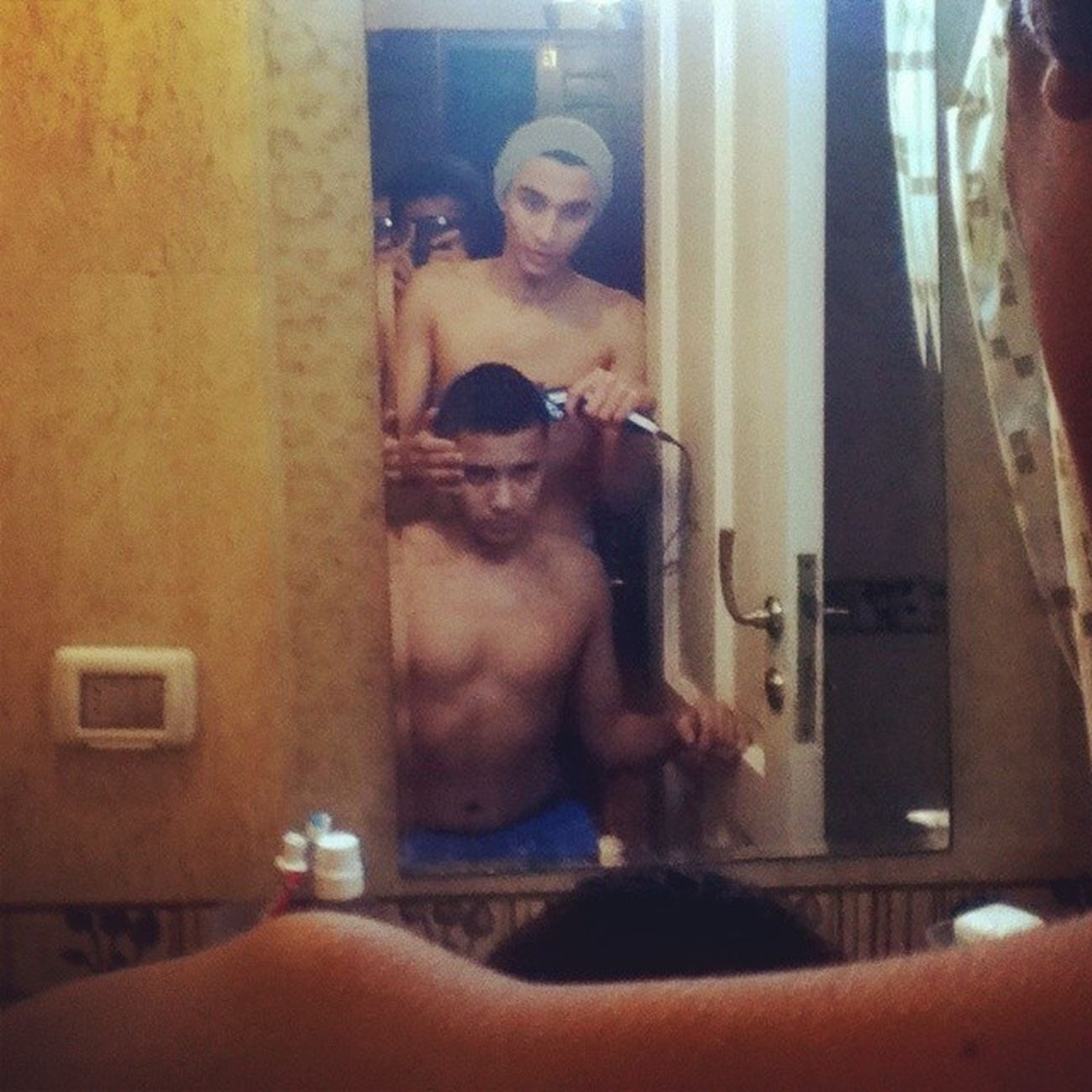 Shave Friend Barber Ismail mirror instaframe instashave fun finishing