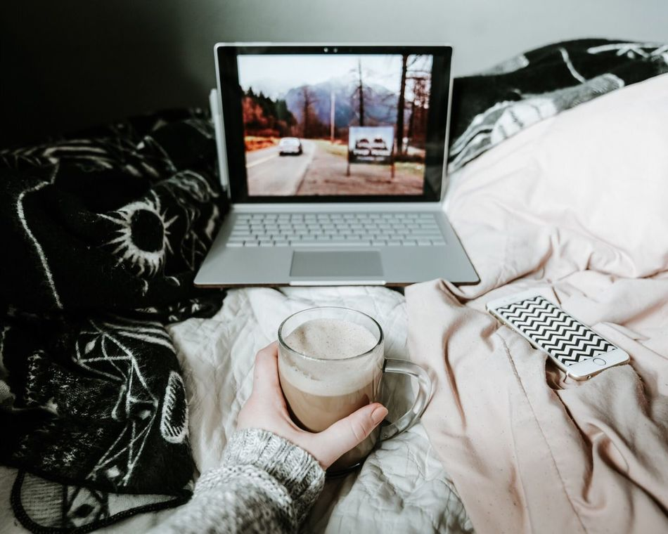 Watching Twin Peaks on a laptop with coffee in bed Twinpeaks Technology Drink Coffee - Drink Computer Laptop Indoors  High Angle View Netflix Stream Coffee Latte Bed Cozy EyeEmNewHere