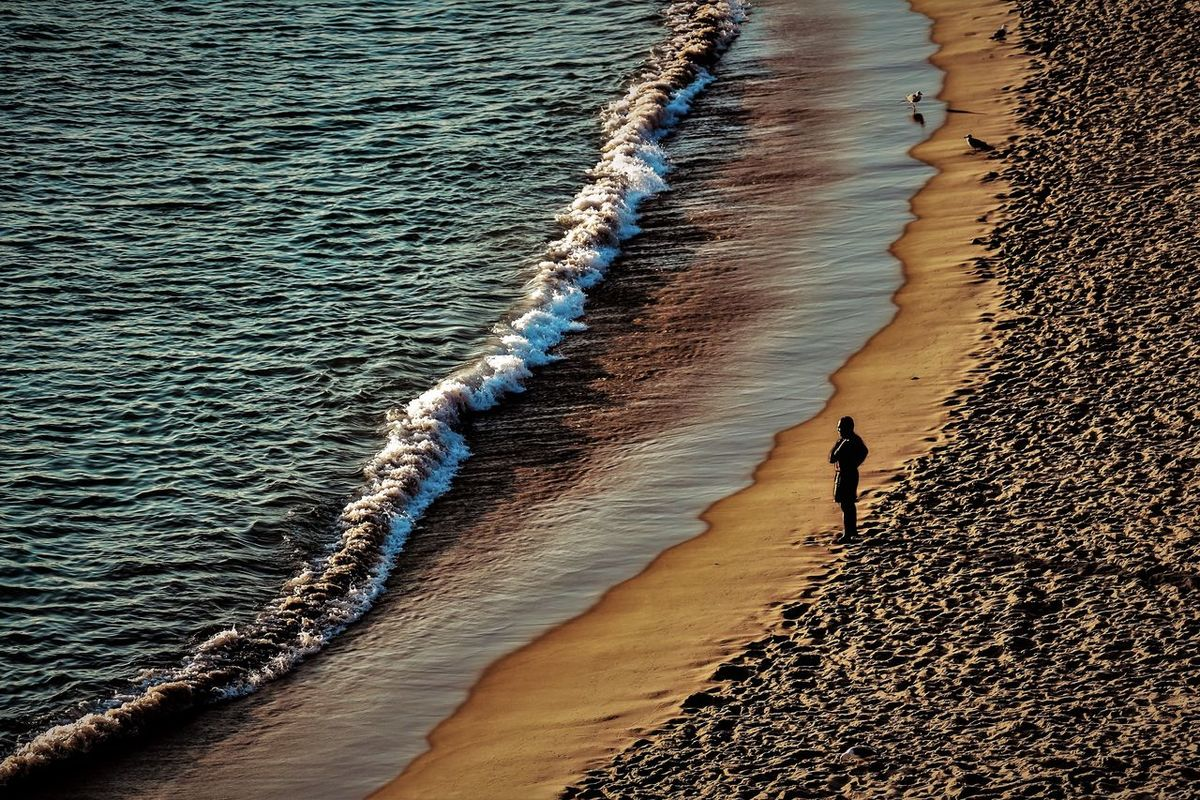 Pessoa Praia Agua Areia Beach Beauty In Nature High Angle View Mar Men Nature Natureza Ondas One Person Outdoors Sea Sunset Tranquil Scene Tranquilidade Tranquility Water Wave