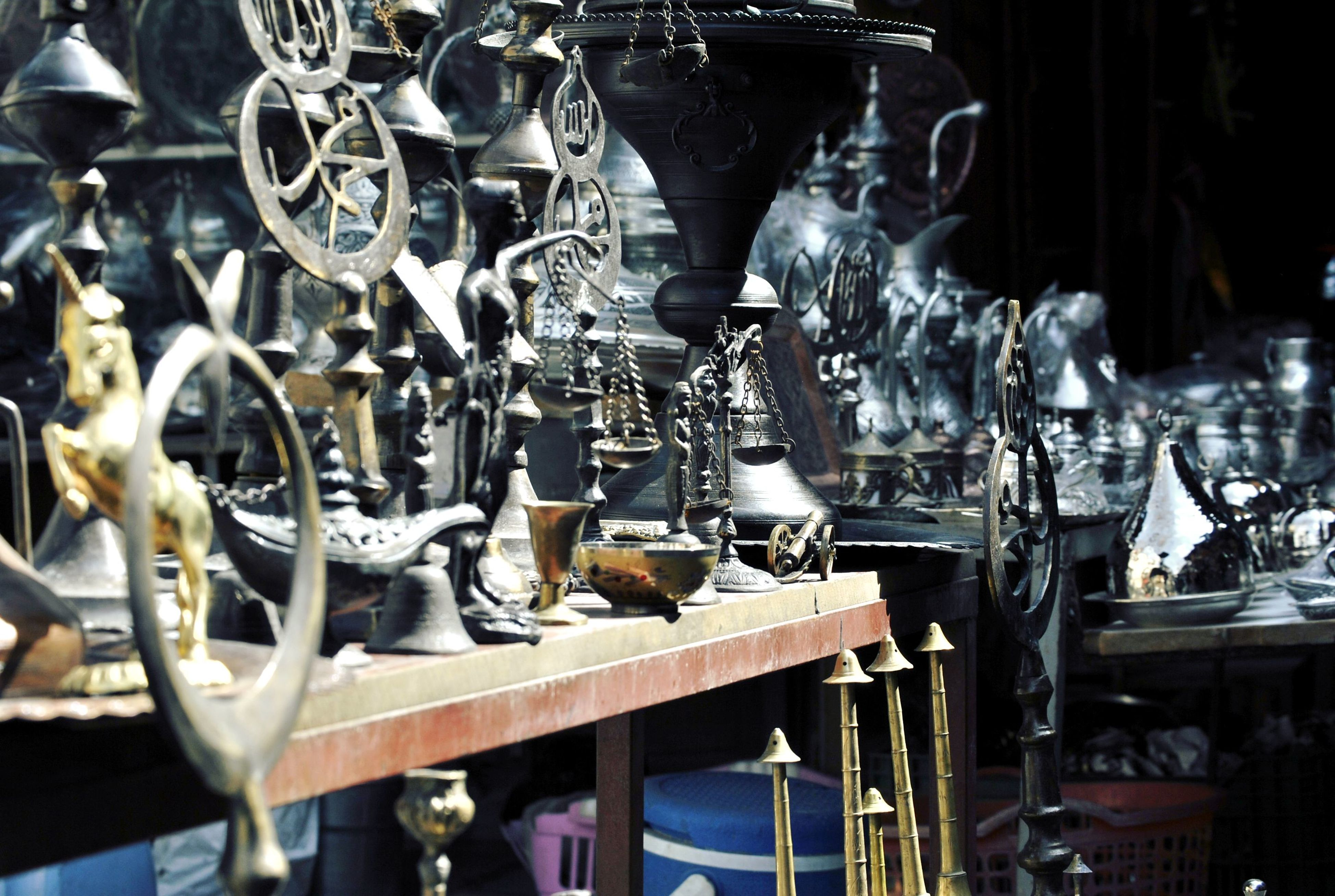 metal, large group of objects, abundance, in a row, metallic, close-up, indoors, focus on foreground, still life, no people, hanging, arrangement, repetition, day, variation, retail, incidental people, group of objects, order