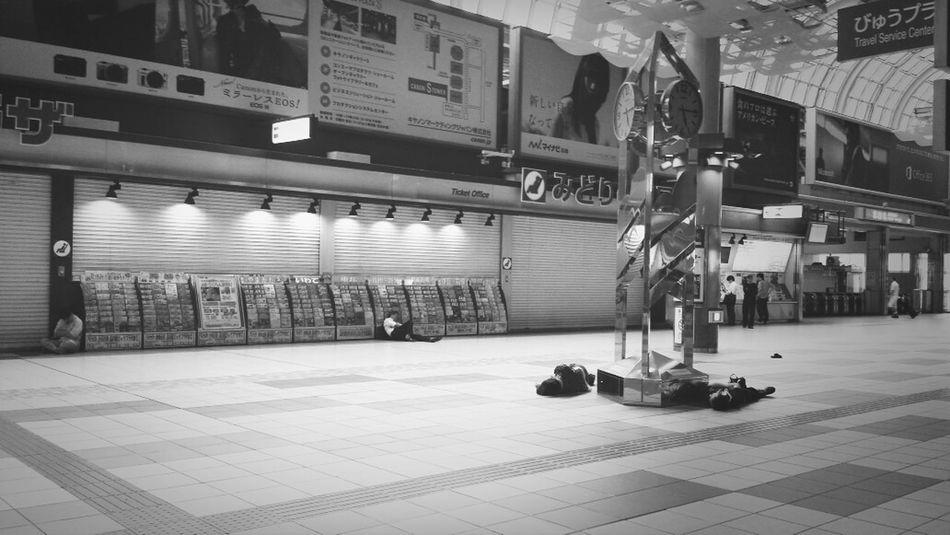 Jr 品川駅 土曜日 朝、 5am の品川駅のカオス感、半端ない(笑) Purple Drank !!