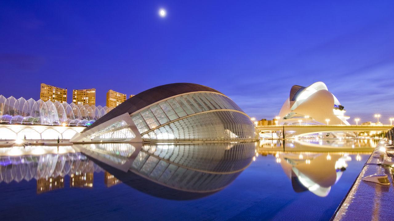 https://open.spotify.com/track/5q6jQPRFMML4MqrqeNxV8W Architecture City Ciudad De Las Artes Y Las Ciencias Modern Napatu Night No People Reflection Valencia, Spain Water