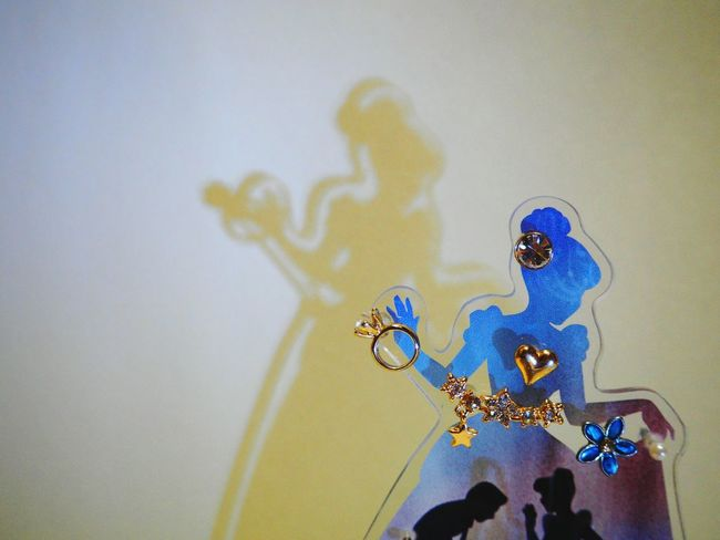 Indoors  Close-up Selective Focus Blue Multi Colored Vibrant Color Creativity ArtWork Full Frame Accessory Accessoires Pierce White Background Shadow Shadows & Lights Princess Disney Cinderella