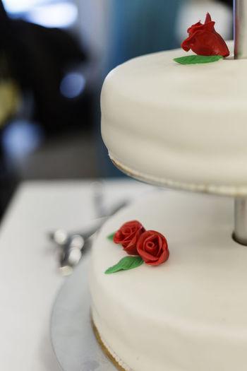 Cake Cake Decorating Cake Decoration Cutting The Cake Red Flower Red Flowers Wedding Wedding Cake Wedding Ceremony Wedding Day Wedding Dress Wedding Party Wedding Photography Wedding Photos Wedding Reception Weddingday  Weddingphotographer Weddingphotography Weddings Weddings Around The World