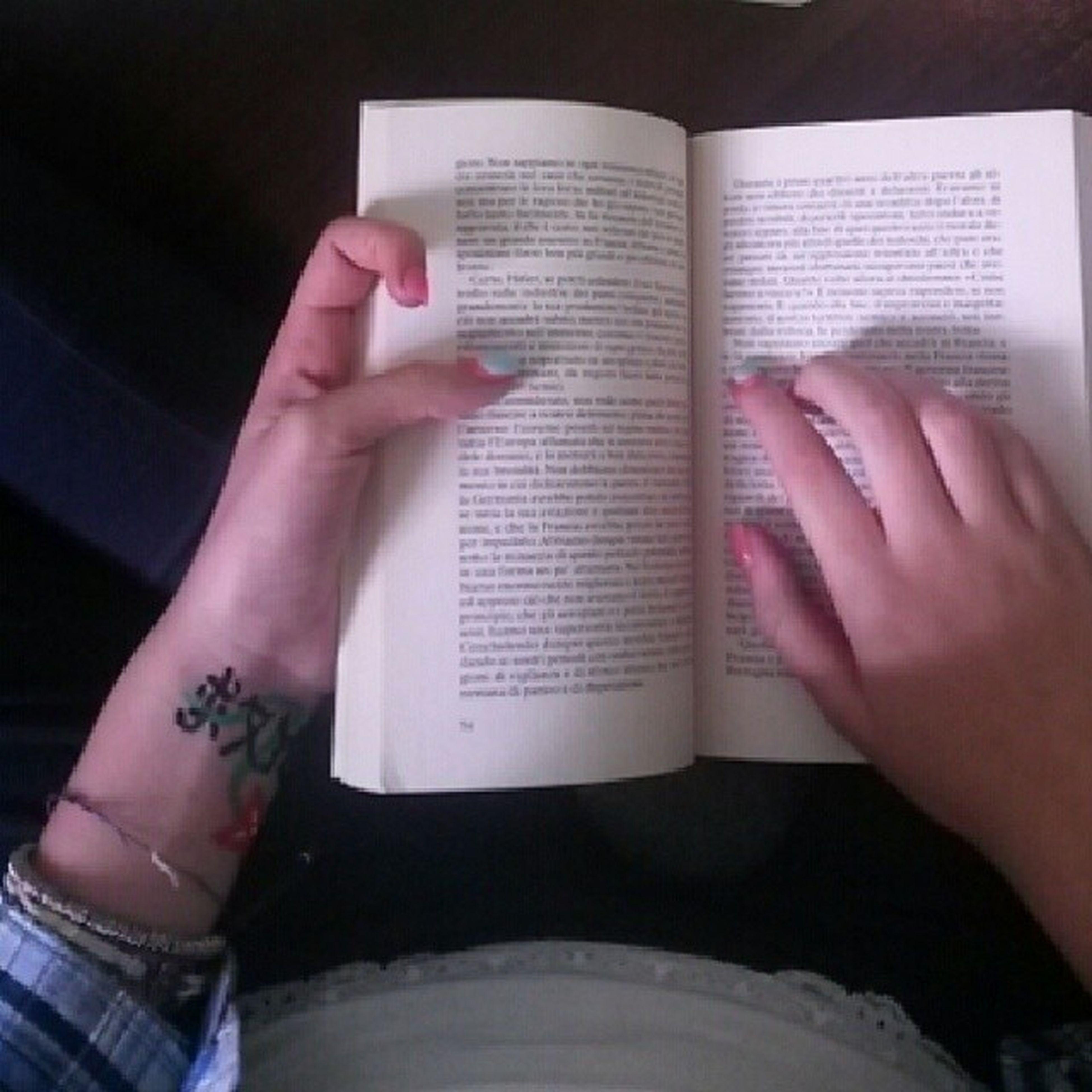Libro Mistorilassando Leggo Straano mistoaddormentando unghie scrittaincinese salvami salvamiora perchèhopaura TagsForLikes lecosebelle vaado ciaao ♡♡