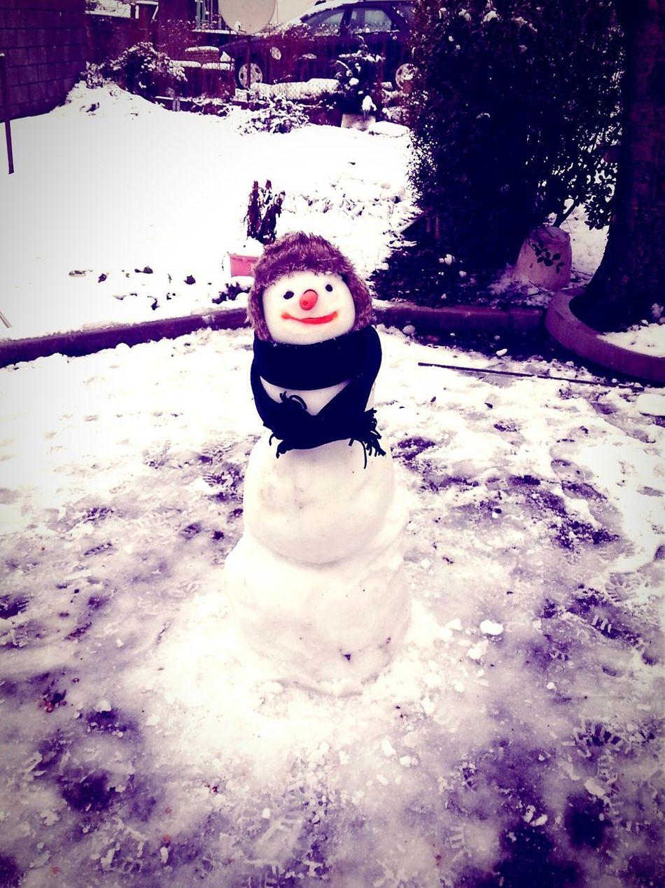 Make It Yourself Snowman Snow ❄ Taking Photos Hi! Enjoying Life Hello World Cheese! Letitsnowletitsnowletitsnow my snowman is sooo cuteee :) ♥