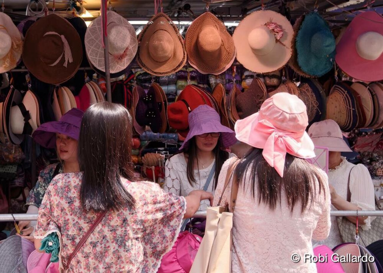 Hat stop People Women Streetphotography Real People Street Photography Hong Kong HongKong Eyeem Philippines DSLR DSLR Photography Pentax Dslrphotography Street Fashion