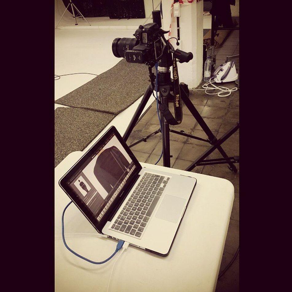 Vamos a por el Lunes 📷✌ montando el chiringuito para la parte 3 del Lookbook AW15 for Escorpion @escorpionstudio Work iLoveMyWork GreatTeam FashionForWomen NewCollection NikonD800 MacBookPro
