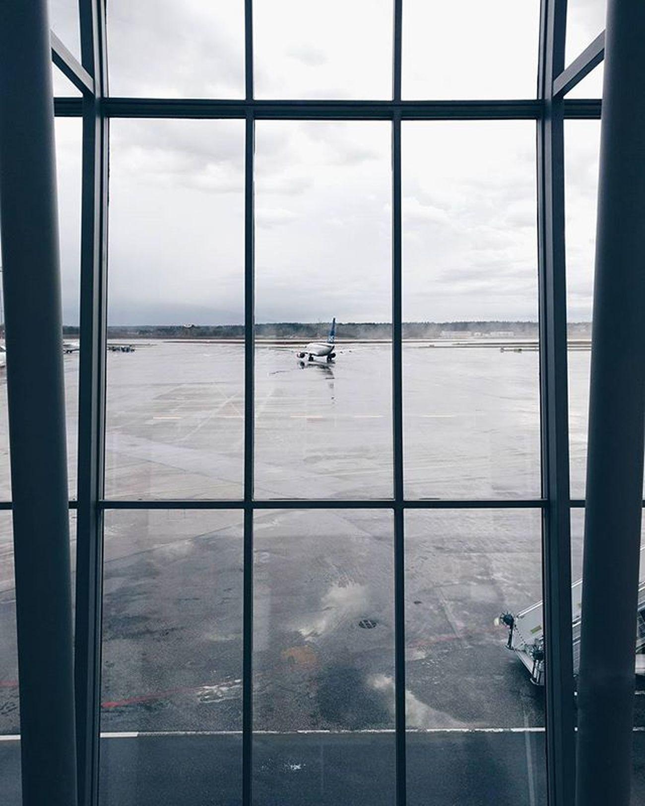 Dagens vänta på tåget utsikt. Arlanda Airport VSCO Aviation Photooftheday Scandinavianairlines