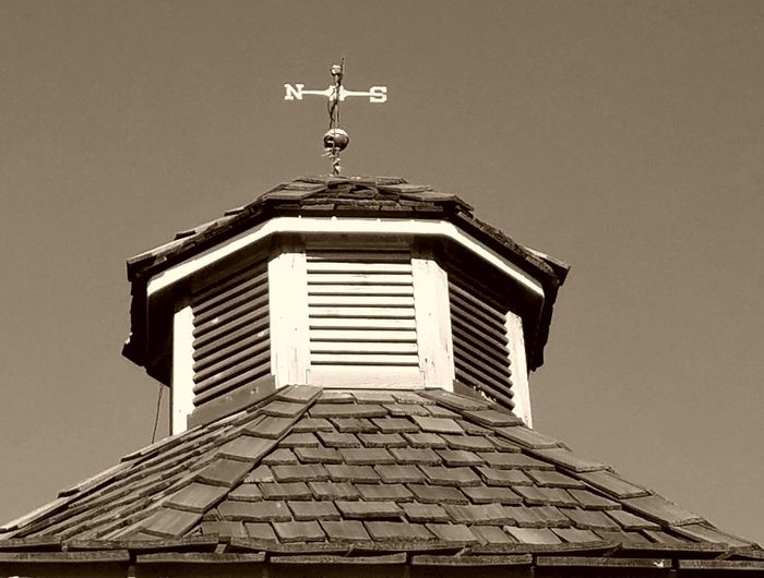 No People Architecture Roof Day Old-fashioned Building Exterior Low Angle View Built Structure Outdoors Sky Close-up
