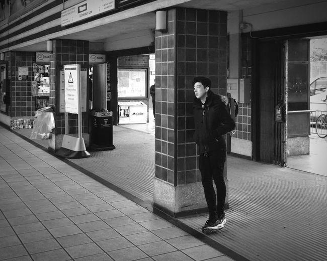 waiting. Streetphotography Streetphoto_bw