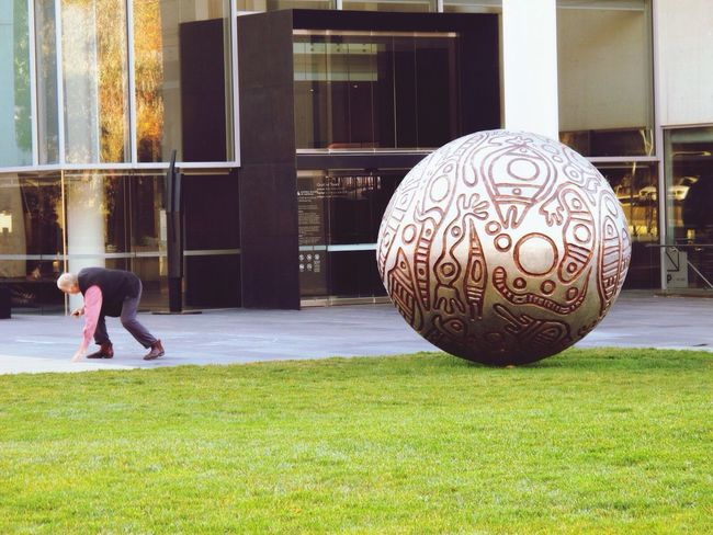 Telling Stories Differently stretching Taking Photos Getting Inspired Eye4photography  EyeEm Best Shots Tadaa Community EyeEm Gallery Canberra Australia Canon People Street Photography Architecture Sculpture National Gallery Of Art