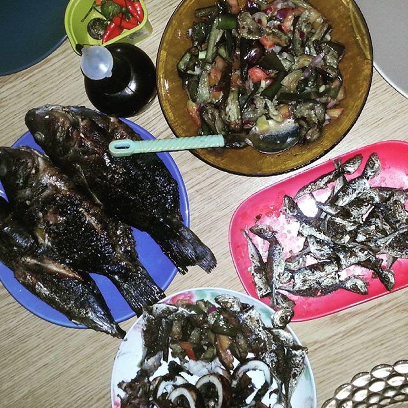 Lets eat Pancit hahahahaha IhawSaBahayNilaIndah