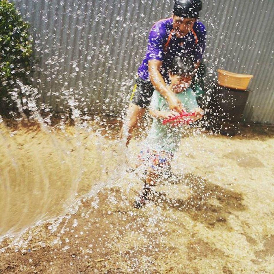I'm outnumbered. Had to get on a back up plan and hose them away hahaha 😂😂😂 Backyardigans Waterfight Aussiesummer Australiaday2016 Boysvsgirl Bigkidswithkids Keepingupwithmem