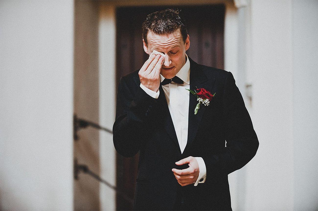 Overwhelmed Groom überwältigt Bräutigam Wedding Wedding Photography Hochzeit Hochzeitsfotografie Ultralicht Ultralicht Fotografie Hochzeitsfotograf Hollabrunn Niederösterreich Lower Austria Österreich Austria