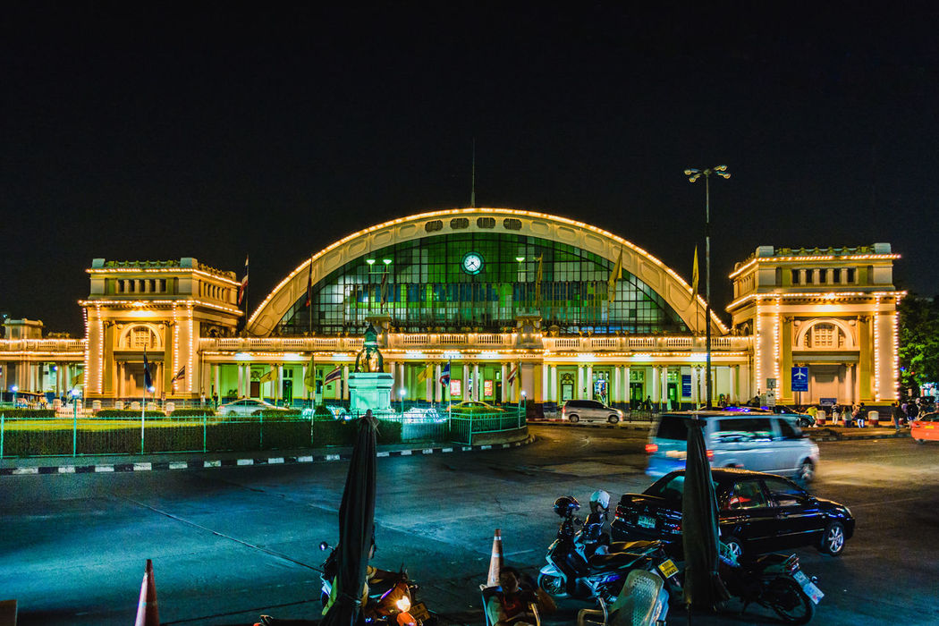 Hua lamphong - Bangkok Railway Station Antique Arch Architecture Bangkok Night Building Exterior Built Structure Capital Cities  City City Life Culture Dome Famous Place History Hua Lamphong Railway Station, Bangkok, Thailand International Landmark Light Outdoors Railway Station Street Streetphotography Thailand Train Station Travel Destinations Urban Exploration Spotted In Thailand