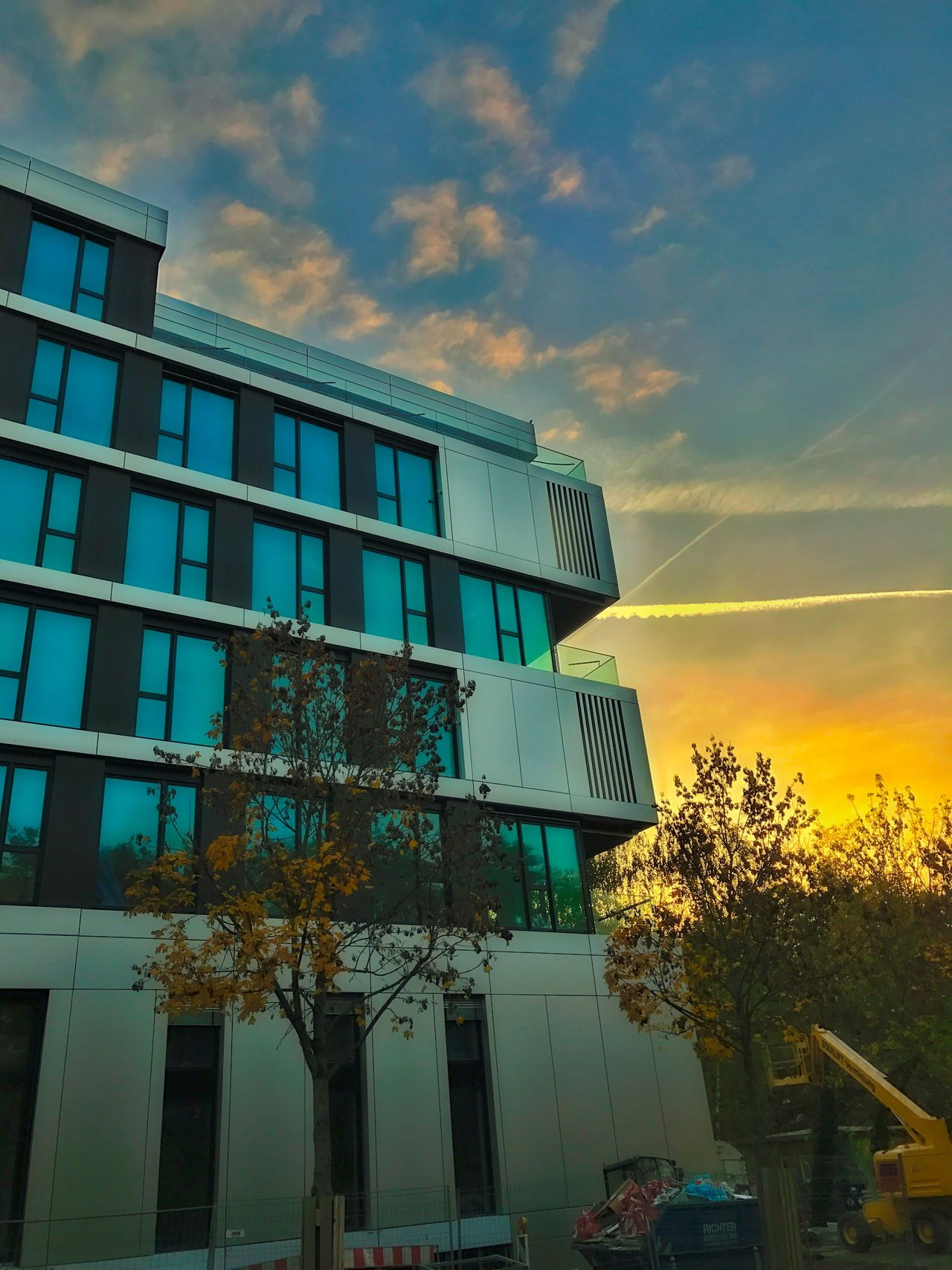 Potsdam Sonnenaufgang Architecture Built Structure Sky Tree Herbst Himmel Sky And Clouds Sunset Reflection Cloud - Sky Beauty In Nature Architecture Building Exterior Orange Color Architektur Fassade Fassade Facade Building Still Life Fine Art IPhone 7 Plus No People Sunlight Autumn