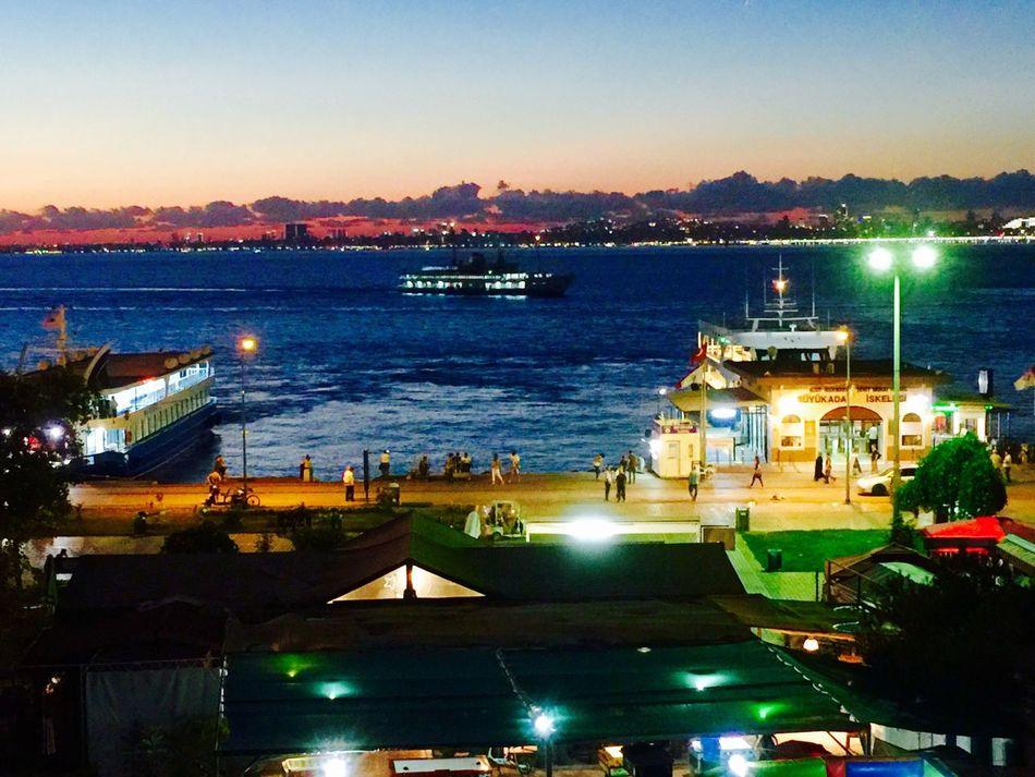 Büyükada Motor İskelesi Prinkipo Nightphotography Night Lights Night View Ferry şehirhatlarıvapuru Vapur Iskele IPhoneography Mobile Photography Mobilephotography