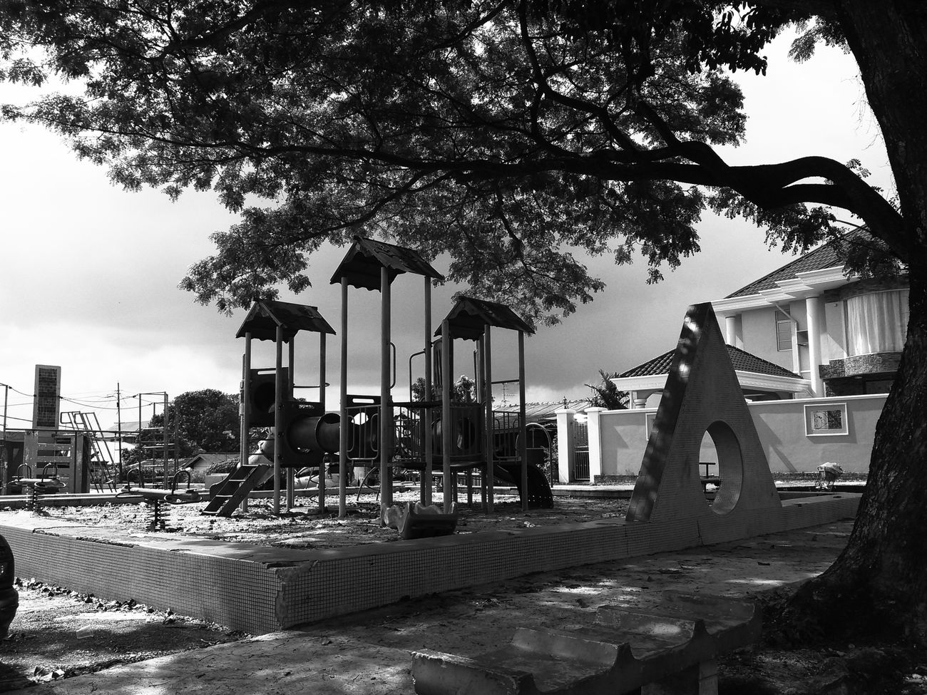 Tree Outdoors No People Sky Day Playgrounds Blackandwhite Rubbish, Waste, Recycling, Hipster Whynot Nature Beach