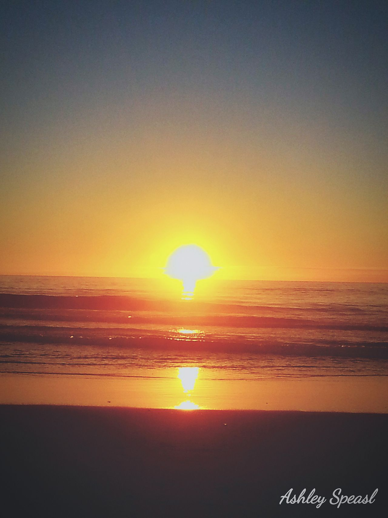 Sunset Sea Sun Beauty In Nature Tranquility Orange Color Horizon Over Water Scenics Beach Nature Tranquil Scene Sunlight Sunbeam Sky Sand Summer Oregon Beauty CaptureTheMoment Romance Of Nature Escape Enjoyment Landscape Happiness My Year My View Love Life