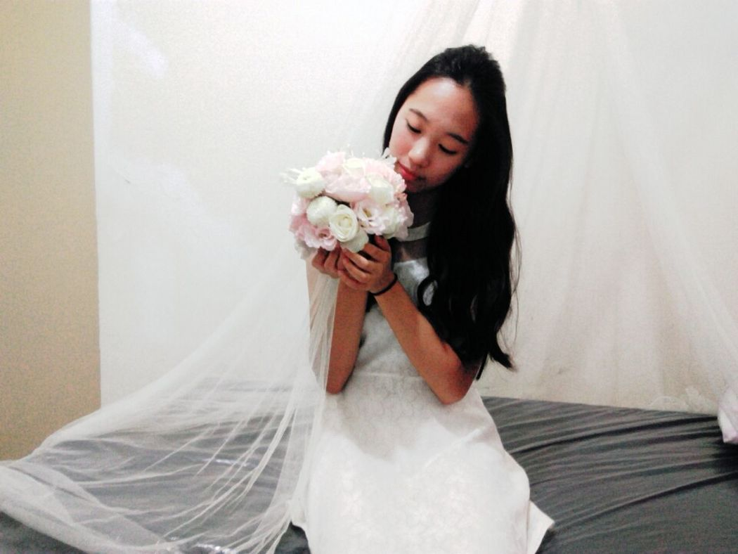 Weddingphotography Curly Hair Holding Flower Smelling The Flowers Romantic Keepaneyeonyou