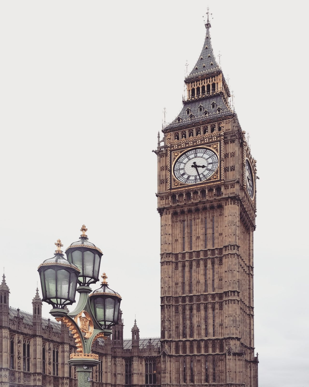 Otra foto de mi viaje exprés a Londres ⏺️ Another photo of my trip to London Londres London England Inglaterra Uk Reino Unido United Kingdom Torre Tower Ciudad City Edificio Building Arquitecture Clock Tower Arquitectura Reloj